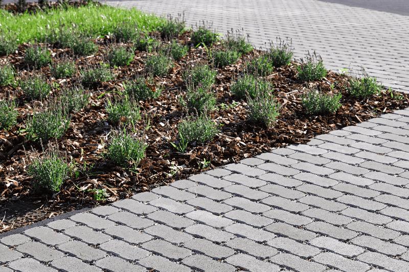 Waterpasserende betonstraatstenen © Stone&Style