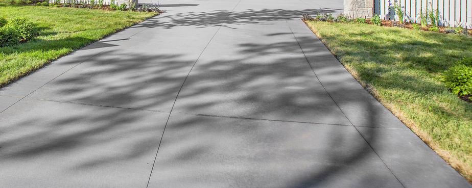 Oprit in betonplaten