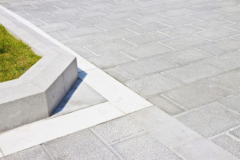 Oprit in betontegels